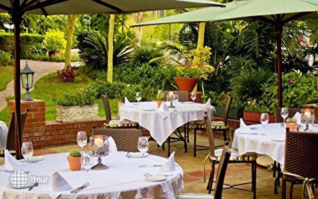 Oliver's Restaurant & Lodge 9