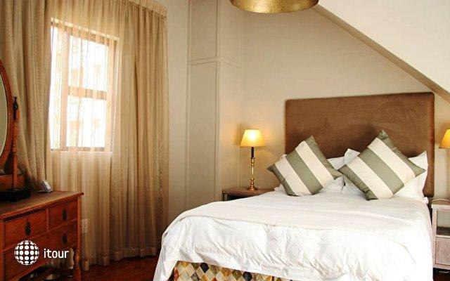 Tudor Hotel 7