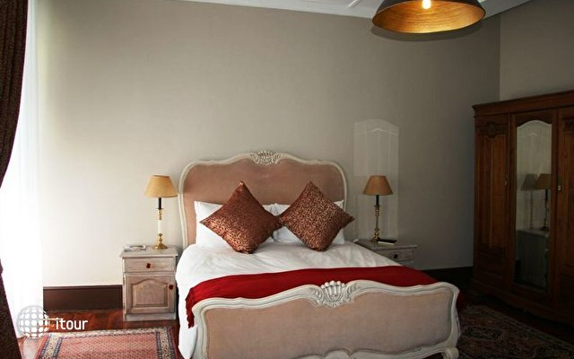 Tudor Hotel 9