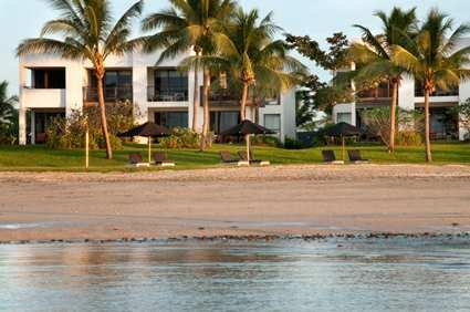 Fiji Beach Resort & Spa 10