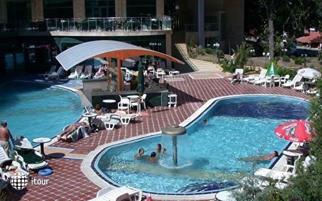 Marina Grand Beach 6