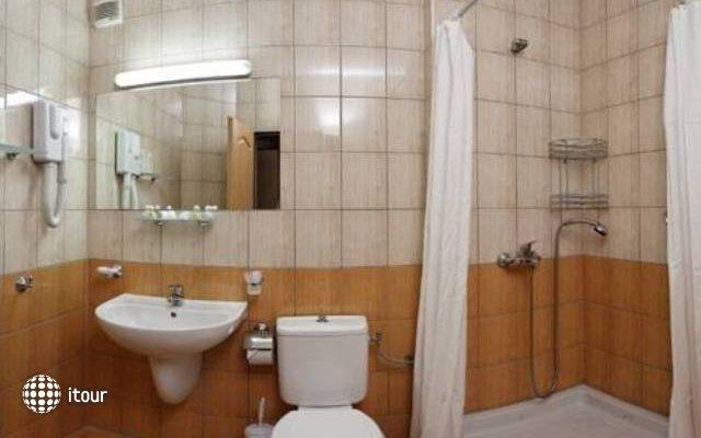 Club Hotel Bor 8