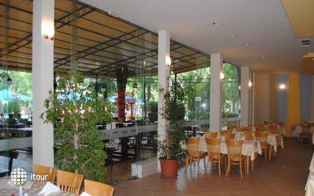 Club Hotel Bor 10