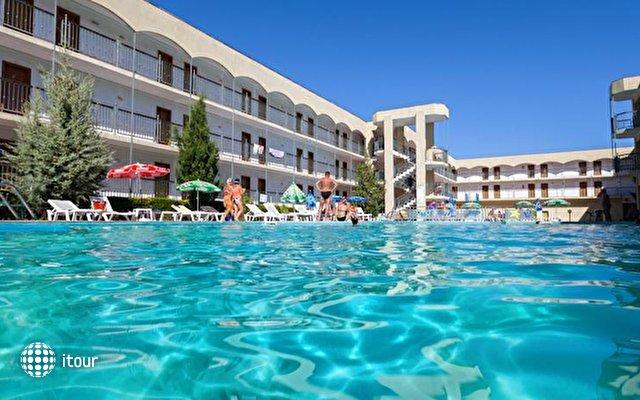 Amphora Hotel 3