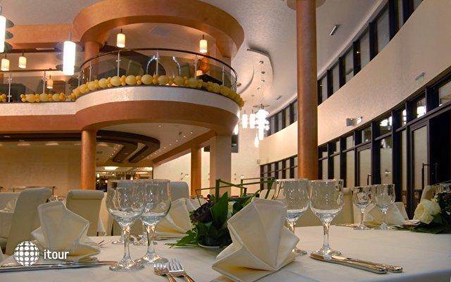 Vigo Hotel 4
