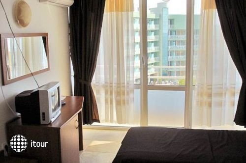 Arsenal Hotel 10
