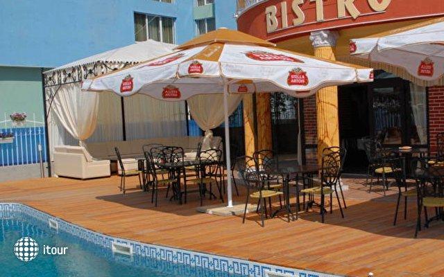 Cantilena Hotel 9