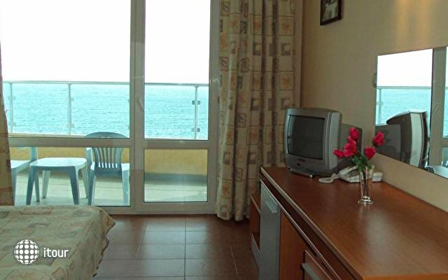 Aphrodite Beach Hotel 3