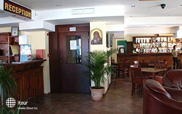Bariakov Family Hotel 9