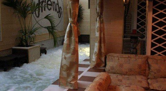 Friends Hotel 8