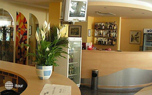 Briz Hotel  2