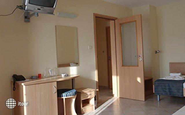 Briz Hotel  4