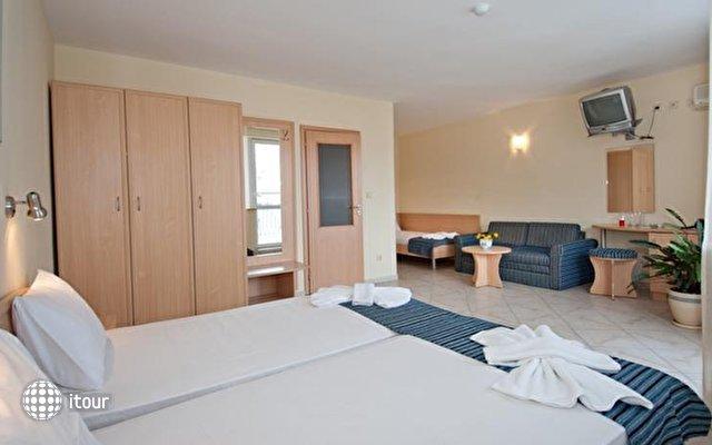 Briz Hotel  7