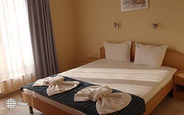 Briz Hotel  9