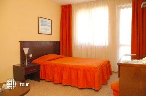 Hotel Divesta 10