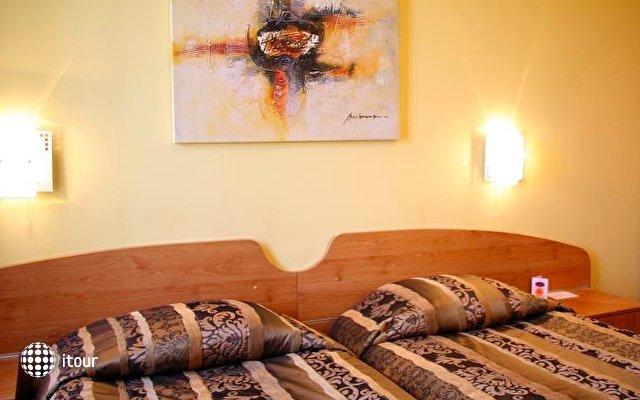Reverence Hotel 7