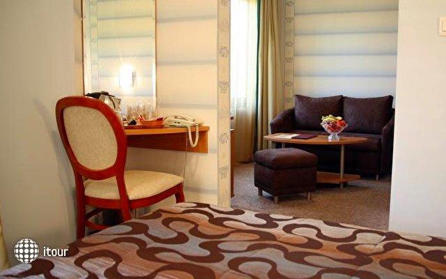 Reverence Hotel 9