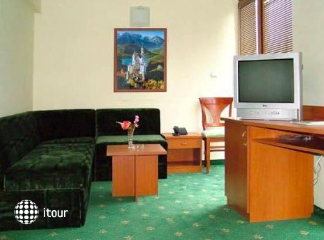 Dionis Hotel 5