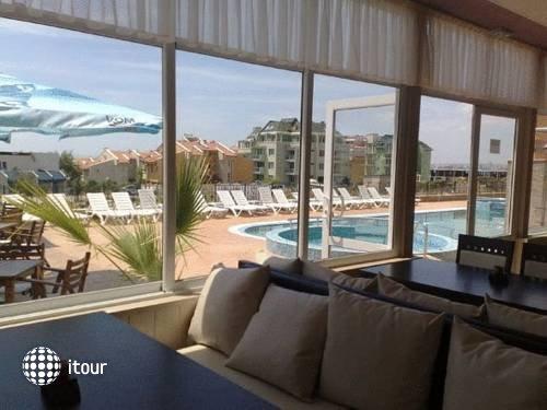 Tropics Hotel 7