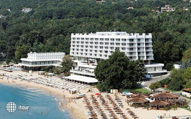 Palace Hotel Sunny Day 1