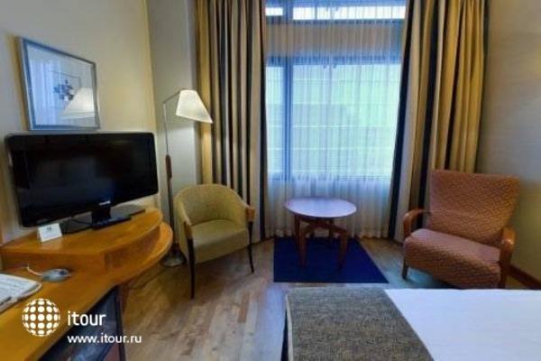 Holiday Inn Helsinki 10