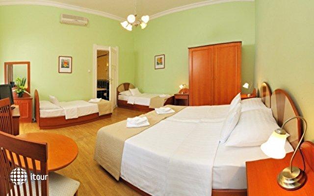 Baross City Hotel 7