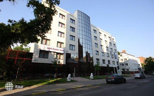 Lion's Garden Hotel 3