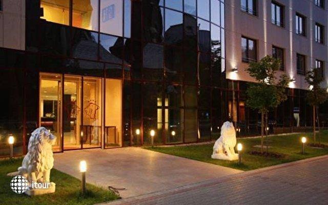 Lion's Garden Hotel 4