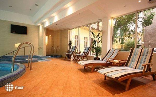 Lion's Garden Hotel 7