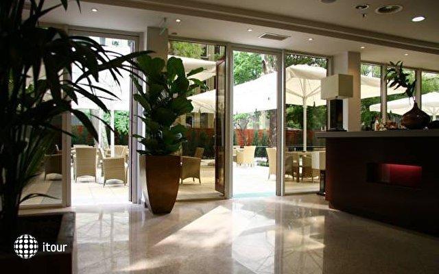 Lion's Garden Hotel 9