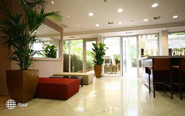 Lion's Garden Hotel 10