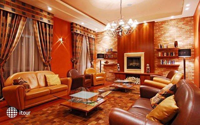 Mamaison Residence Izabella 2