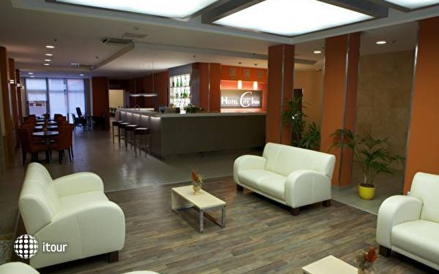 City Hotel 7
