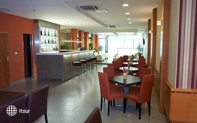 City Hotel 8