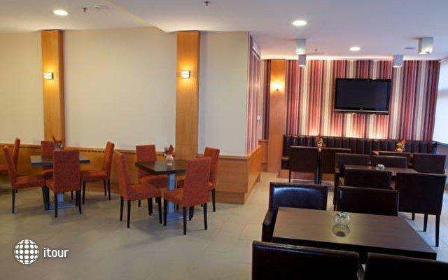 City Hotel 9
