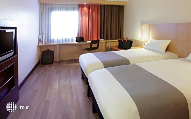 Ibis Budapest Heroes Square 3