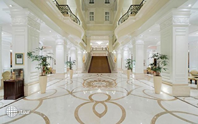 Corinthia Grand Hotel Royal 5
