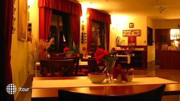 Hotel Tihany Atrium 7
