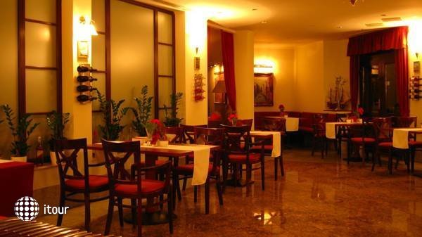 Hotel Tihany Atrium 8