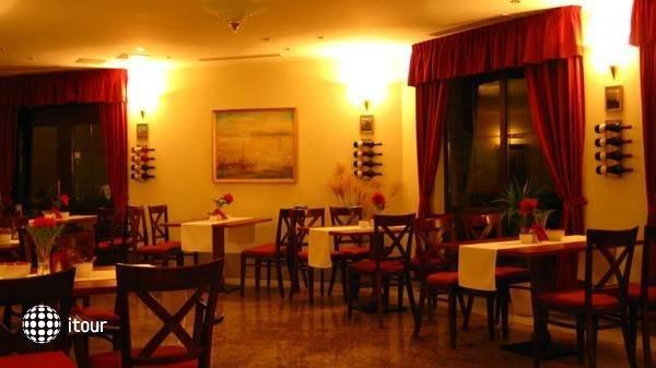 Hotel Tihany Atrium 9