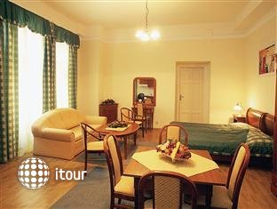 Civis Grand Hotel Aranybika 2