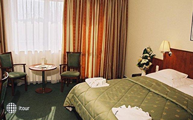 Silver Hotel 3
