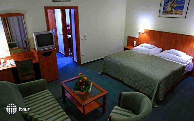 Silver Hotel 8