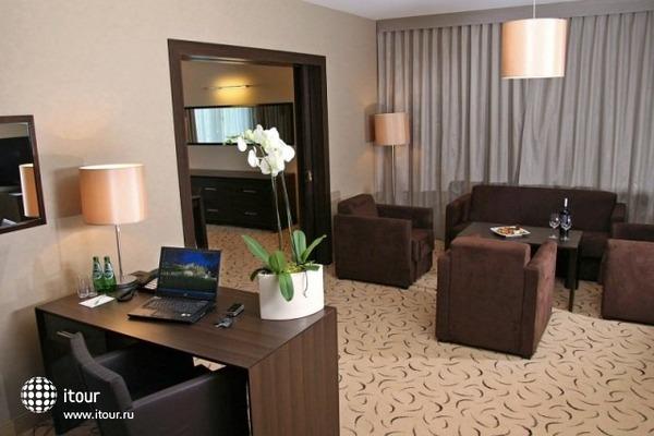 Holiday Inn Warszawa Jozefow 4