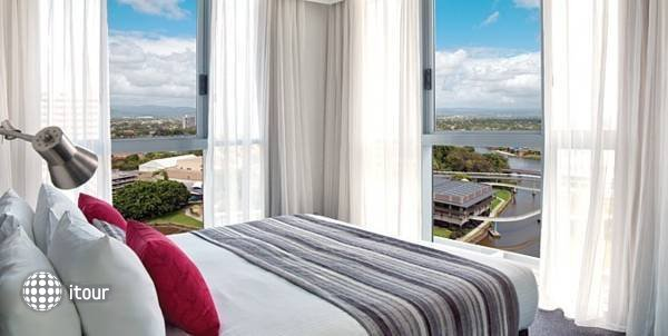 Meriton Serviced Apartments  2