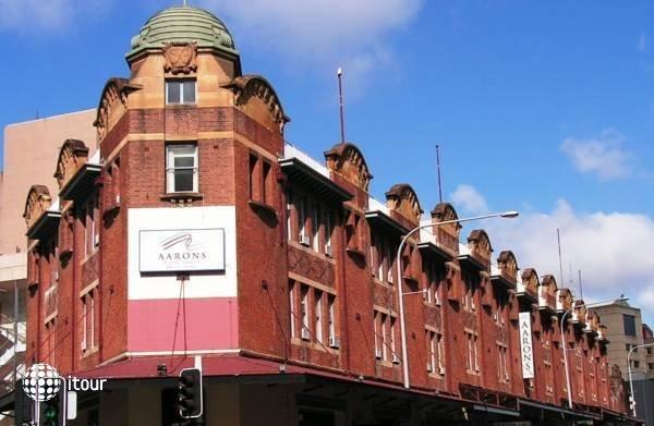 Aarons Hotel Sydney 1