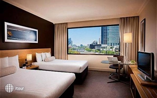 Crowne Plaza Melbourne 1