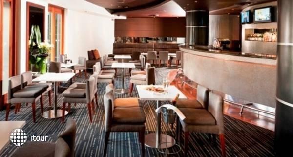 Quay West Suites Melbourne  6