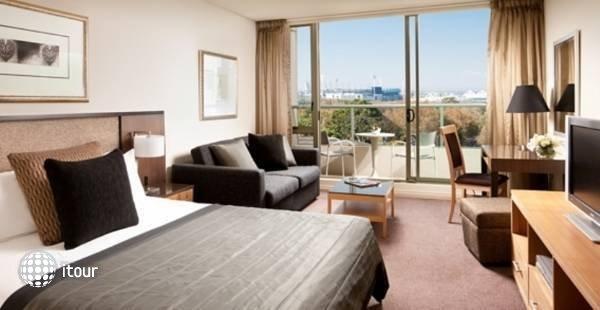 Quay West Suites Melbourne  9