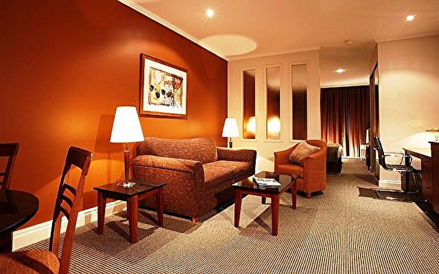 Pacific International Suites Melbourne 4
